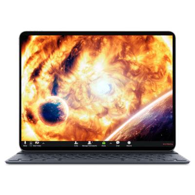 מסך מחשב עם מערכת השמש על המרקע, שמש וכוכבי לכת בנושא חלל