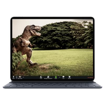 הדמיית מסך לפטופ עם תמונת דינוזאור כרקע מעוצב לתוכנת זום
