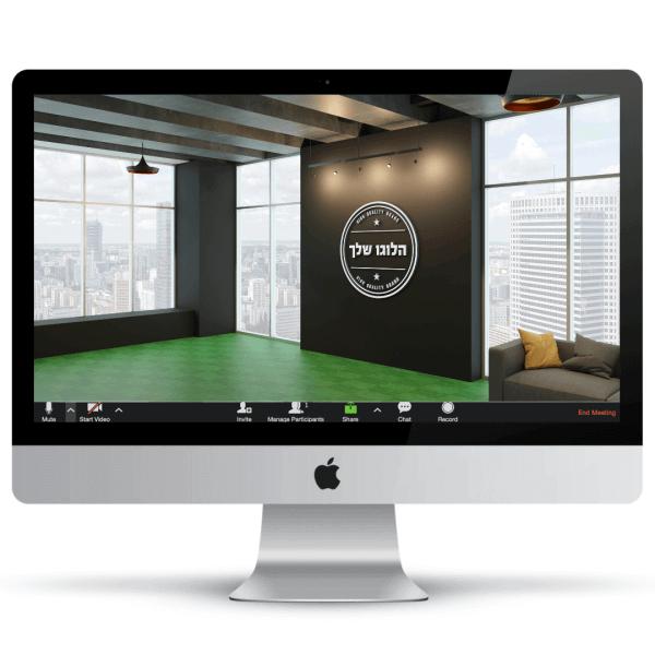 משרד מרווח עם חלונות פנורמיים גדולים, רצפה ירוקה, ספה אפורה עם כרית בגוון חרדל ולוגו על הקיר - חהילת רקעים ממותגים לעסקים